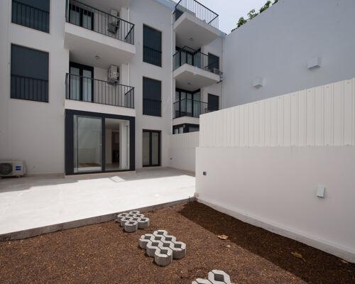 Apartamento T0   Pátio   Cacilhas   Construção nova