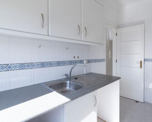 Apartamento de 3 assoalhadas situado em zona central de Almada, na zona das Torcatas.