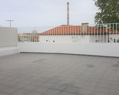 Apartamento T2 c/ Terraço para Arrendar no Barreiro