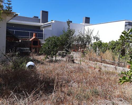 RESERVADO.Terreno Urbano de 415 m2 com benfeitoria, na Avenida do Seixal, em Redondos, Seixal.