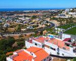 PRÉDIO vista mar com 4 apartamentos e uma Divisão independente com 290m2