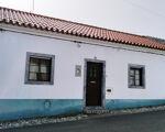 Villa de 2 chambres avec 5 pièces, garage et cour, à Alcáçovas
