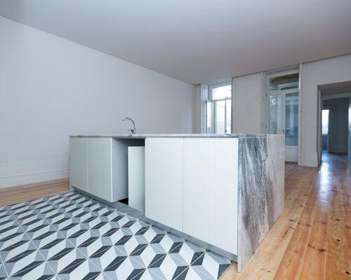 Apartamento t2 reabilitado com jardim +  1 ap studio com jardim baixa do porto(santa catarina)