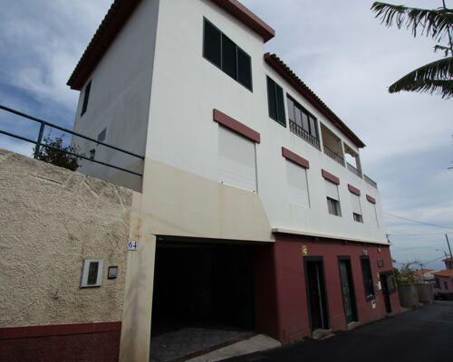 Villa de six chambres (T6) avec possibilité d'être deux maisons indépendantes à Funchal