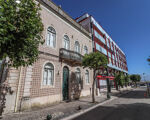 Prédio para reabilitar com três pisos e uma adega, logradouro e moradia anexa no Bairro Novo, Figueira da Foz