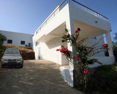 Contemporary 3 bedroom villa of excellent quality with free view, Vale Fuzeiros, Silves