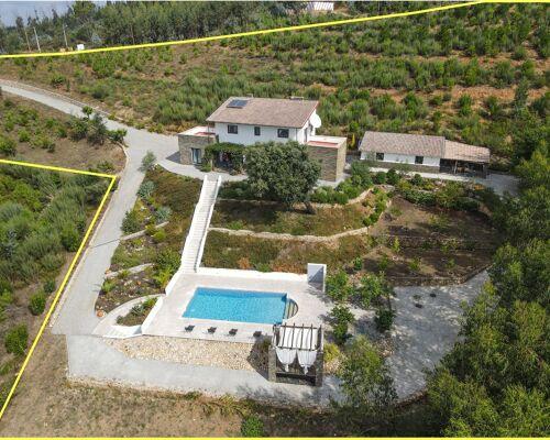 Moradia T4 de qualidade com varanda, churrasco coberto, piscina, terraço, garagem, jardim e vistas panorâmicas num local sossegado