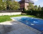 Bonito piso de 3 habitaciones en urbanizacion cerrada con piscina.