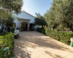 *** Espaço comercial, em Aljezur de 5.000 m2, com terraços enormes, perto da cidade e das praias da Costa Vicentina ***
