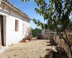 Moradia com terreno para renovar em Paderne, Albufeira