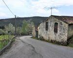 Moradia rústica  r/c e 1º andar, terreno com 1827 m2, situada em Sacões , Vila Nova do Ceira, Góis.