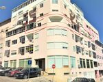 Apartamento T1 com excelentes áreas, muito estimado no centro do Cacém.