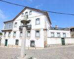 Casa apalaçada totalmente recuperada, no centro histórico da vila de Canas de Senhorim.