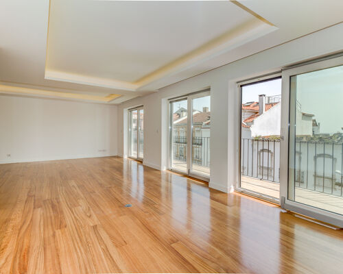 4 bedrooms apartment in new building with 2 parking place in garage, balcony and terrace, located in Lapa, Estrela