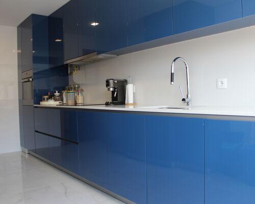 Apartamento T3 equipado e parcialmente mobilado