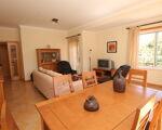 Appartement semi-neuf avec d'excellentes zones sur trois fronts avec vue dégagée. Algarve-Armação de Pêra