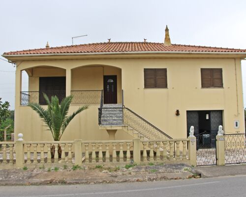 Traditional 5 Bedroom Villa, Garage and Land in Boliqueime