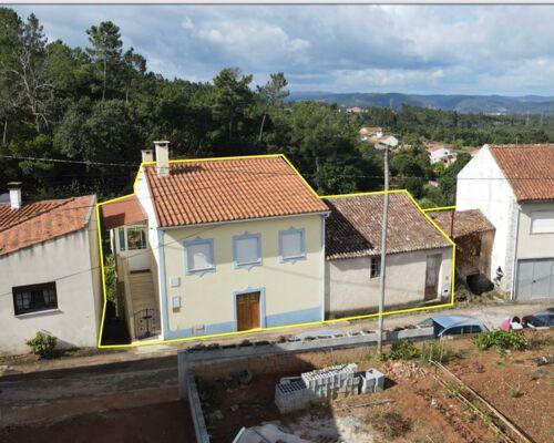 Moradia T2 renovada + casa velha para restaurar numa localização sossegada a 10 min da Lousã