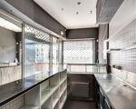 Loja com 24 m2 recentemente renovada, à Avenida da República .