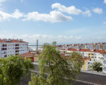 Excellent T2 in Póvoa de Santa Iria with river view, garage and storage room!