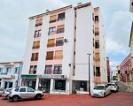 Apartment T4 in the city center Lagoa in the building with elevator.