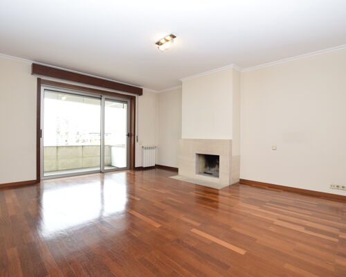 2 + 1 Bedroom apartment in the center of Famalicão